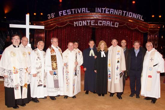 Seelsorger nach dem Gottesdienst im Zirkuszelt 2014